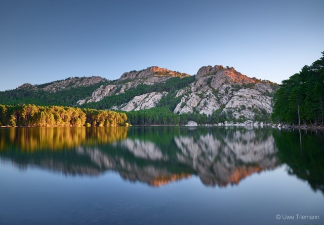 Bergsee in Korsika nach Sonnenaufgang